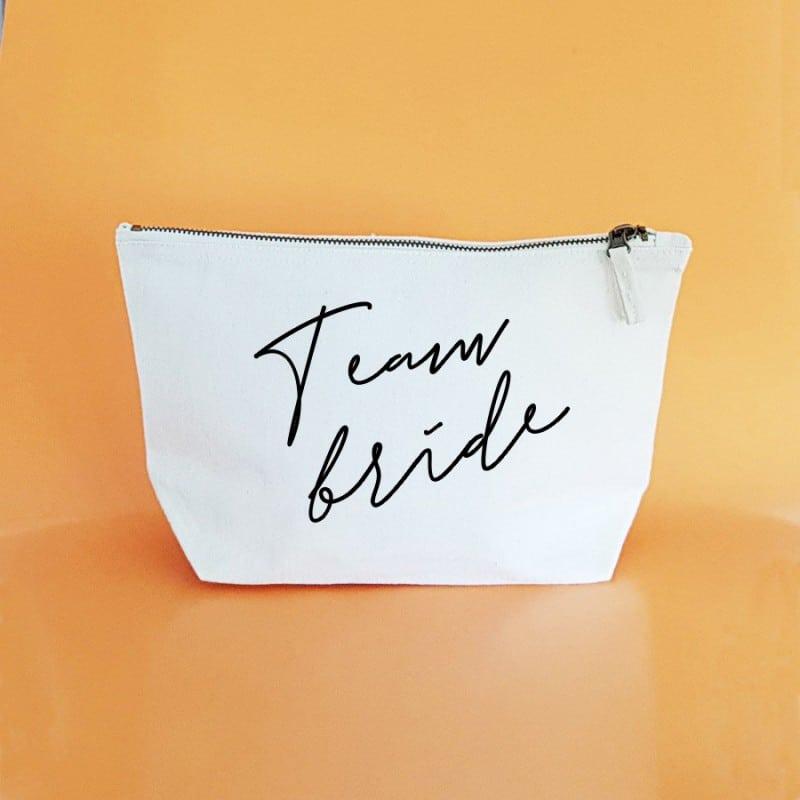 """Team Bride"" Νεσεσέρ για τις φίλες"