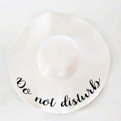 """Λευκό πλατύγυρο καπέλο """"Do not disturb"""""""